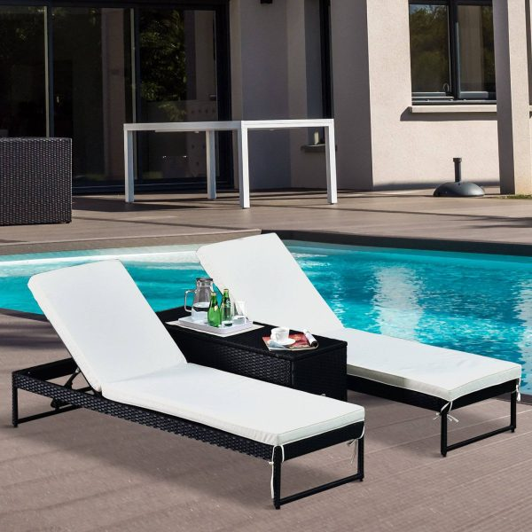 Conjunto de 2 espreguiçadeiras de jardim com almofadas acolchoadas de vime com mesa lateral para piscina ou terraço Carga 160kg 195x60x86 cm Estrutura em aço preto vime